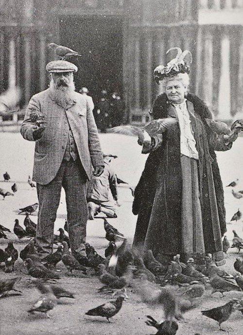 claude_monet_sa_femme_place_saint_marc_venise_1908