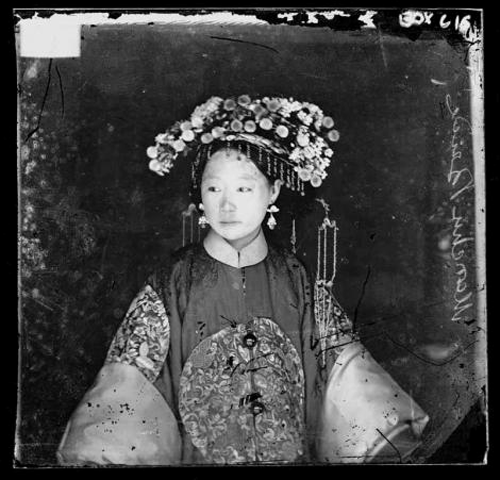 john_thompson,_manchu_bride_peking_penchilie_province_chine_1867