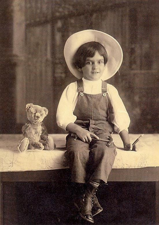 frida_kahlo_age6_1913